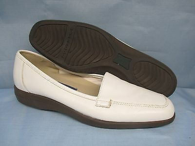 Womens Shoes  EASY SPIRIT Size 7 1/2 B WHITE LEATHER FLATS LN