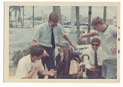 1960'S PHOTO! ANNOYING FRAT BOYS LAUGHING AT OLD MAN (5 X 3 1/2 INCHES)