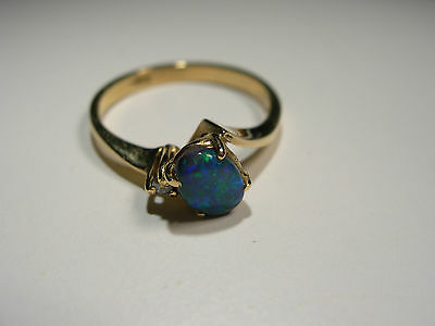 18ct Gold Ring with Lightening Ridge Opal and 1 Diamond (Lot 2245)
