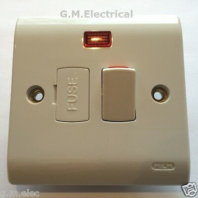 Mem 13 Amp Switched Fused Spur With Neon 2/p Double Pole White Premera Range 13A
