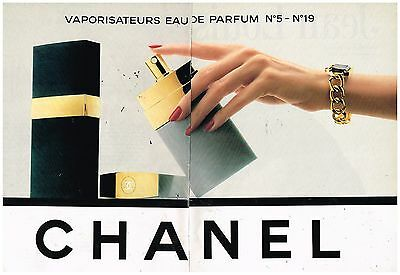 Publicité Advertising 1989 (2 pages) Vaporisateur Parfum Chanel N°5 et N°19