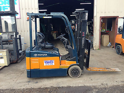 forklift Toyota 3 wheel electric 1.5 ton container mast