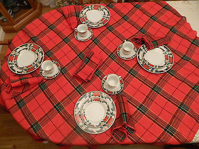 Tienshan Christmas China Deck the Halls Pointsetta Service for 4  with Linens