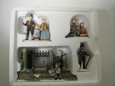 "Dept 56 - Lot 2: Dickens ""a Christmas Carol"" Reading C. Dickens + Dickens' Sign"