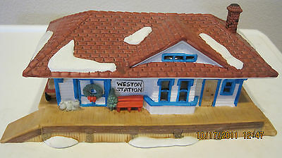 Dept 56-Ne: Lot 3: Weston Train Station + Shingle Creek House + One Horse Sleigh