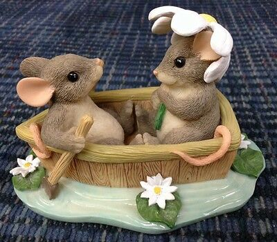 Charming Tails ROW BOAT ROMANCE  83/801 Retired Mice Daises Lily Pads Love Date