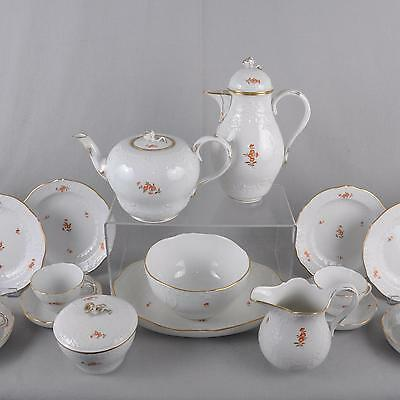 Meissen Chinese Scattered Flowers Tea and Coffee Service, Marseille, 24 Parts