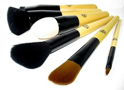 W7 Brush with quality fibres for great coverage World Wide Free Postage
