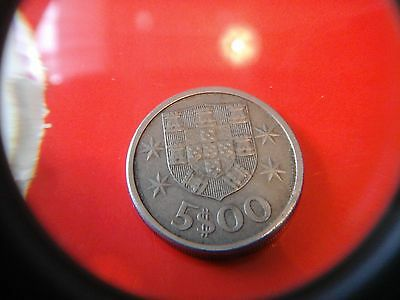 1971 republik portugese ( 5$00coin)  (returns and free  post offered)