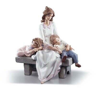 Lladro  Mother with Children 01006765  AN AFTERNOON NAP 6765 NEW IN A BOX