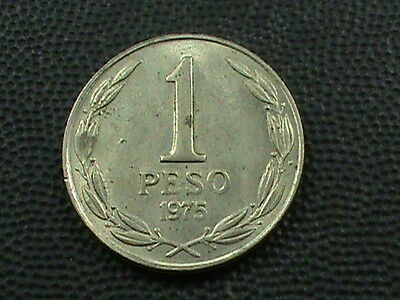 CHILE   1  Peso    1975   , $ 2.99 maximum shipping in USA  !