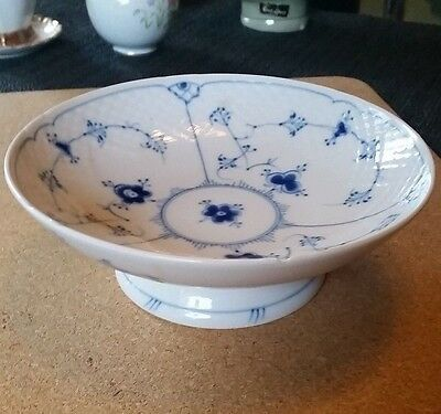 COPENHGAGEN PORCELAIN - Bing og Grøndahl small bowl - 427 (minor chip)