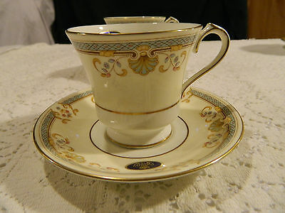 "Aynsley Bone China ""Shelbourne"" Teacup and Saucer"