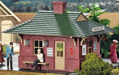 Piko G Scale River City Station Built-Up | Bn | 62709