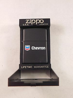Vintage Black Chevron Zippo w/ White Wick in Box  (DBC63)