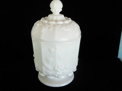 "VINTAGE WESTMORELAND PANELED GRAPE MILKGLASS COVERED CANDY DISH JAR 6 1/2"" Tall"