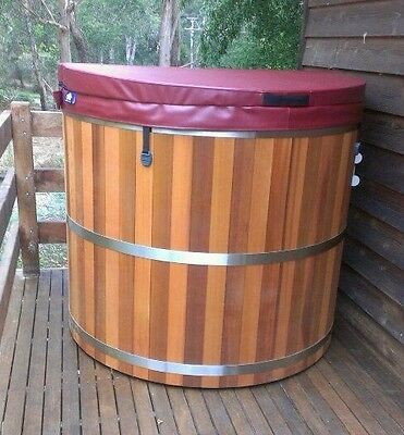 Western Red Cedar Hot Tub 6 - 8 person.