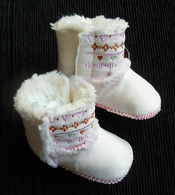 Baby clothes GIRL 3-6m Miniclub white embroidered fleece faux suede boots velcro