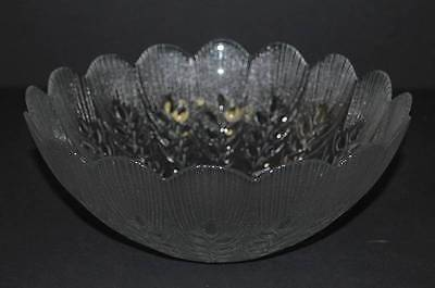 ARCOROC France Frosted Glass Serving Bowl Scalloped  Wheat Stemmed Leaves 9""