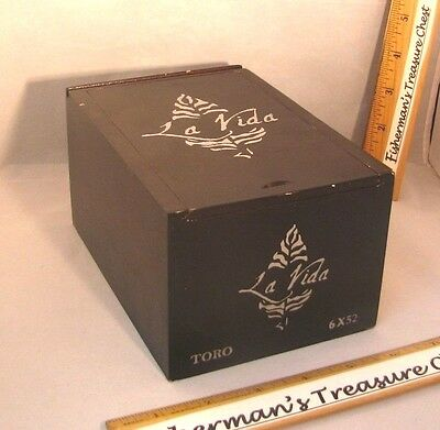 "La Vida Wood Cigar Box Hecho A Mano Toro Black 4 3/4"" X 7"" X 4 3/4"""
