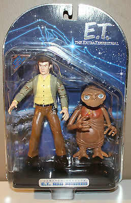 ET Extra-Terrestrial and Keyman Limited Edition Toys R Us Exclusive 2001