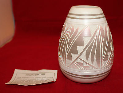 Artist Signed Hozoni Pottery Native American Indian Hand Painted Etched Vase