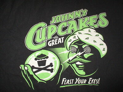 """The Great JOHNNY - CUPCAKES """"FEAST YOUR EYES"""" Brand BAKED - BOSTON (XL) T-Shirt"""