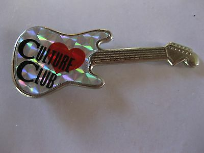 RARE VINTAGE Culture Club BOY GEORGE GUITAR SHAPED PIN CONDITION NEW