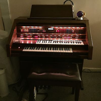 Lowrey Holiday Deluxe Organ.