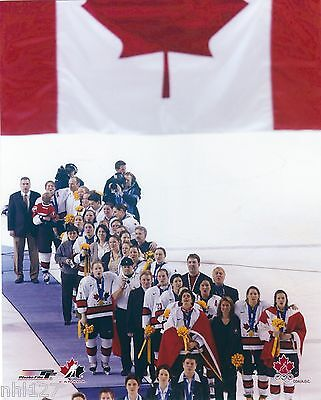 2002 Olympic Team Canada Womens Gold Medal FLAG Anthem Photo OOP