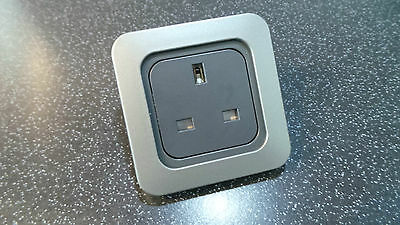 Caravan Motorhome Cline/cbe 240V 3Pin Uk Socket + Gun Metal Grey Facia Plate