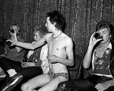 Sid Vicious Sex Pistols Great Backstage BW 10x8 Photo