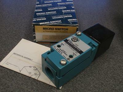 Microswitch Fe-Lpr04Cnx-2S Photoelectric Sensor *New In Box*