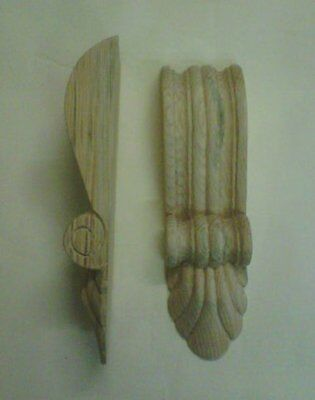 Medium Reeded Appliqué Corbel with fan (Pair) Solid Pine.