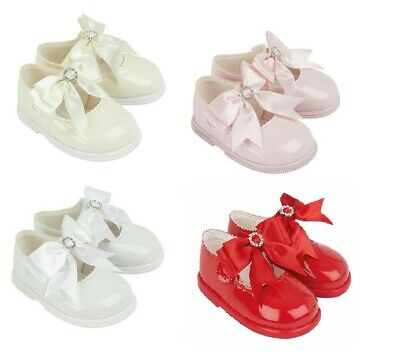Baby Girls Baypod Shoes Shiny Patent Button Fasten With Picot Edging /& Bow 0-12m