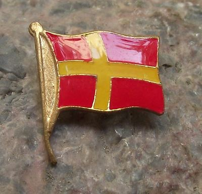 Skane Skaneland Scania Sweden Swedish Regional Scandinavian Cross Pin Badge