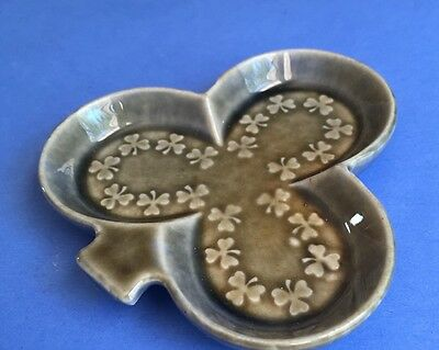 Wade Irish Porcelain Leprechaun Leaf Shamrock Pottery Pin Ring Dish IP609