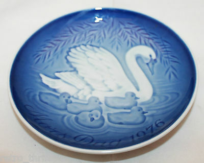 1976 Royal Copenhagen Denmark B&G Mother's Day Plate Swan Blue White Mors Tag