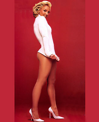 BRITNEY SPEARS UNSIGNED 8x10 PHOTO SINGER