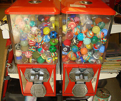A & A Co. Dual Head Gumball & Prize Machine w/ Lots of Extras