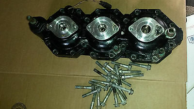 1999-2000 Evinrude 135 150 175 hp Starboard Cylinder Head & Bolts  5000874