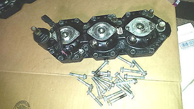 1999-2000 Evinrude 135 150 175 hp Port Cylinder Head & Bolts  5000873