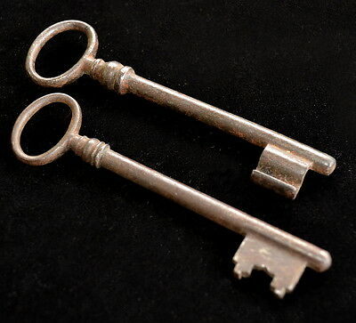 2 Beautiful Colonial Bolivian SKELETON KEYS Nice Old Patina TM12888