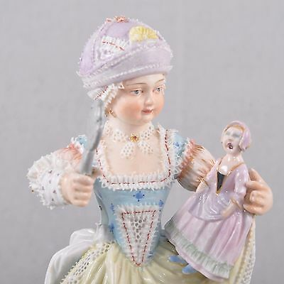 Meissen Figur girl with doll, Acier, Knauf time First Quality