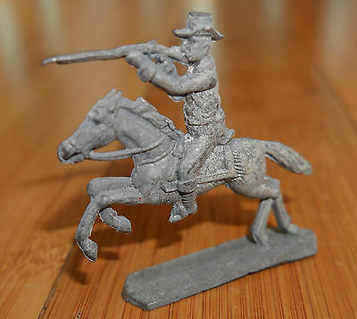 RARE VINTAGE 1920's LEAD TOY COWBOY / SOLDIER ON HORSE BRITAINS OR SIMILAR
