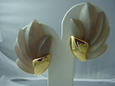 Vtg Napier Molded Frosted Lucite Statement Gold Tone Screw Back Clip Earrings