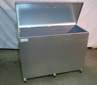 Mobile Extra Large Single Compartment Feed Storage Bin with Locking Lid & Wheels