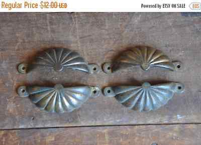 ON SALE 40% OFF Vintage Brass Clamshell Drawer Pull, (Single Pull) e2112