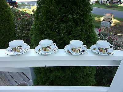 Set Of Four Royal Worcester Evesham Vale England Cups and Saucers Green Trim