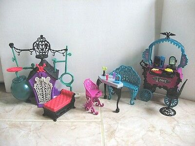 Monster High Secret Creepers Playset + Cafe Restaurant